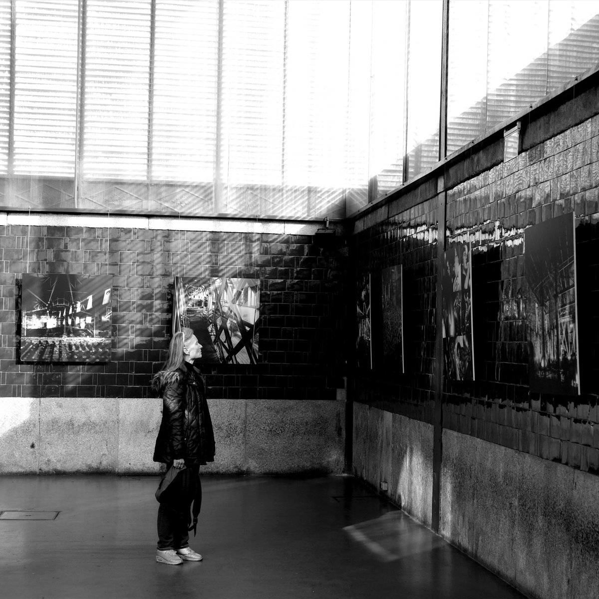 Women at an Exhibition - Porto 2020 #streetphotography #streetphoto #street #streets_storytelling #streetlife #througstreets #streetphotographer #blackandwhitephotography #blackandwhitephoto #bnwphotography #bnw #urbanphotography #urban pic.twitter.com/zmzw9bleCK