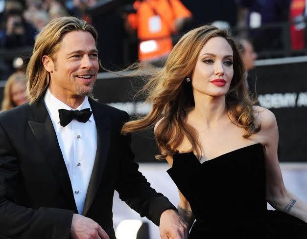 """Gaziantepli baklava ustası 4 yıldır ayrı olan Brad Pitt ve Angelina Jolie'ye, üzerinde isimlerinin yazılı olduğu barışma tatlısı yaptığını ve kendilerine göndereceğini söyledi:  """"Tatlı yiyip, tatlı konuşsunlar!"""" https://t.co/MklqXRJrSW"""