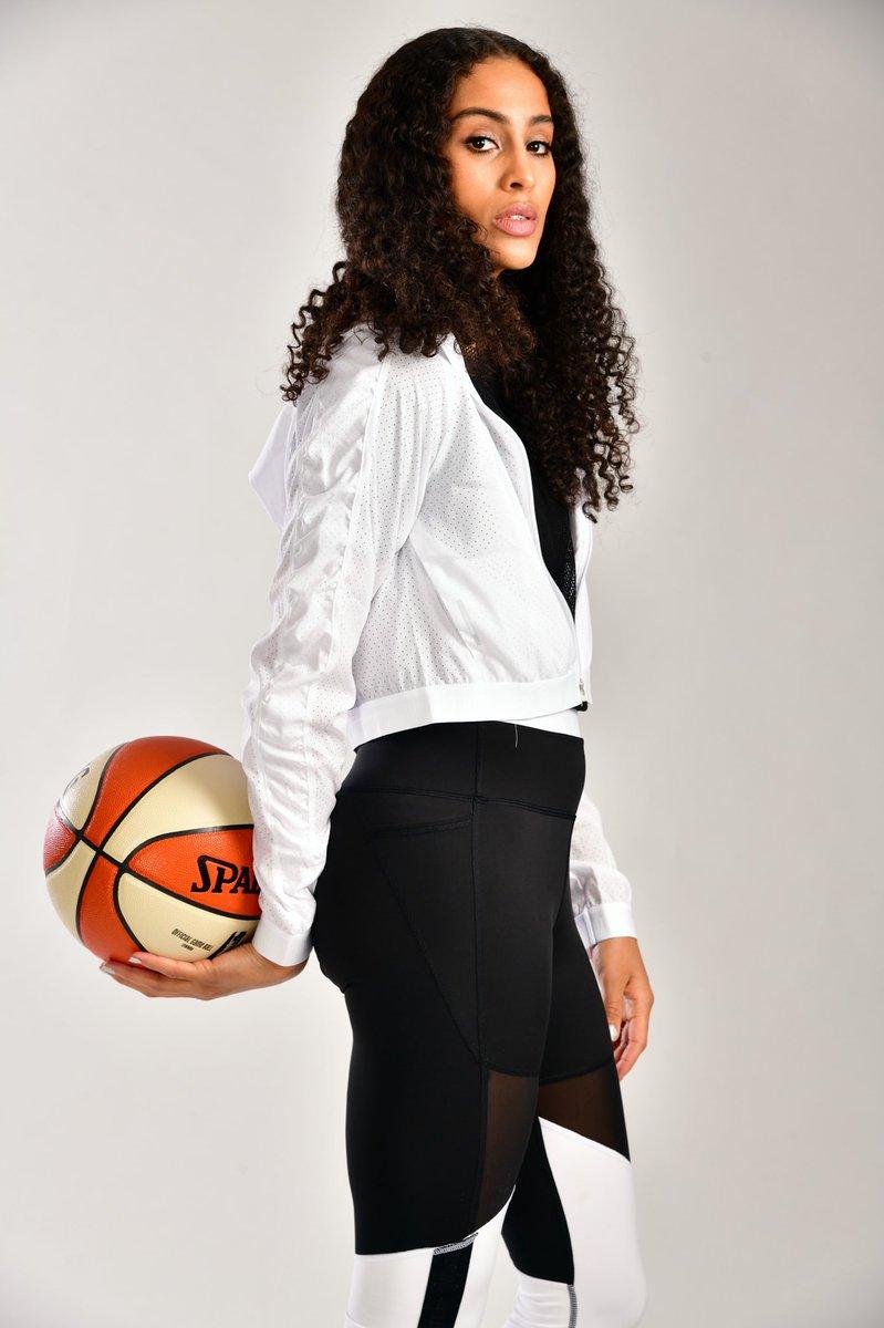 Go off on ya birthday🔥  Join us in wishing four-time #WNBA All-Star @SkyDigg4 a #HappyBirthday! #wnbabday https://t.co/Yk59XEEQ7w