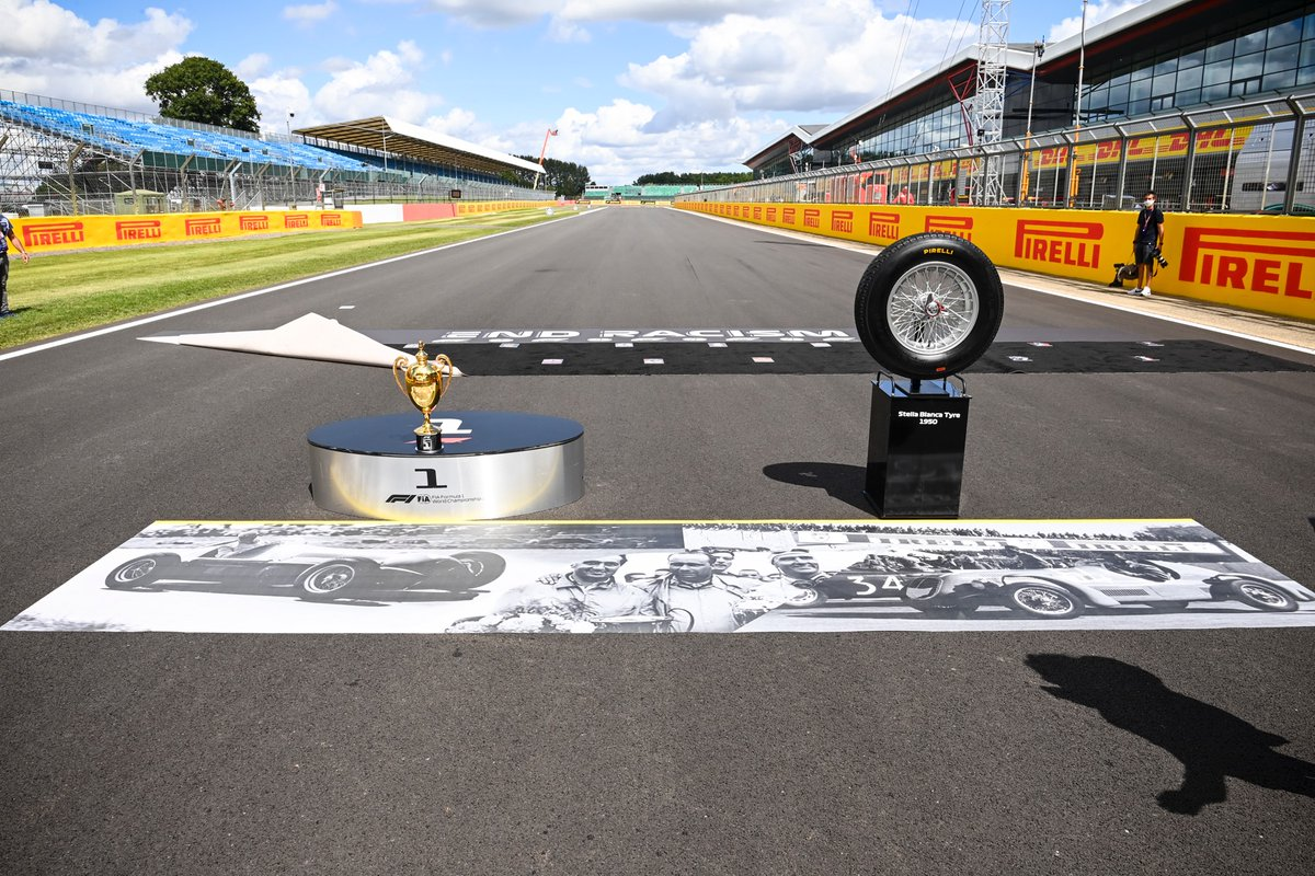 And this is what the winner is racing for today. Although he doesn't get to take the Stella Bianca home. Sorry. #BritishGP https://t.co/icEW7x3Lpa