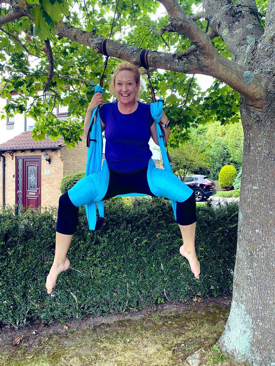 #yogaswing did it #goddess #pose ouch pic.twitter.com/YA2AUiG3Kk
