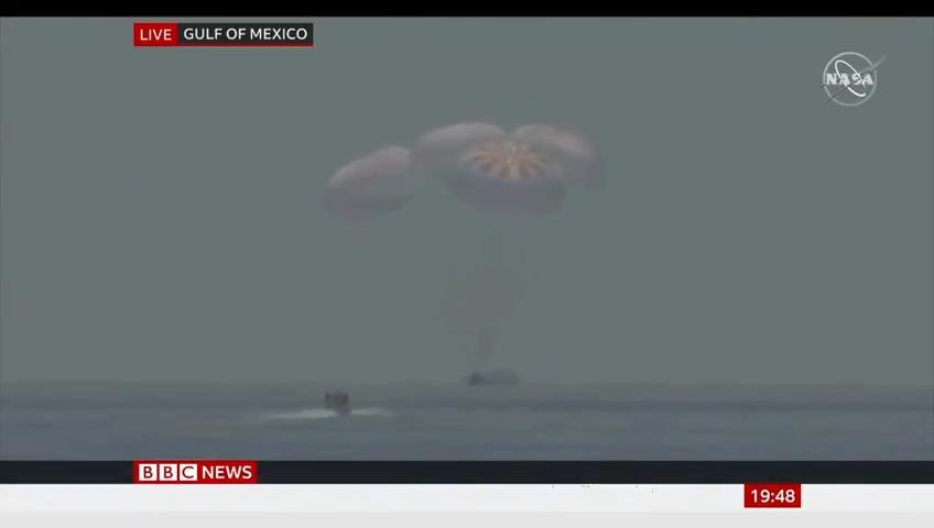 US astronauts splash down off coast of Florida after historic SpaceX mission https://t.co/vpn2UMcYGf https://t.co/hxqoBNQvDo