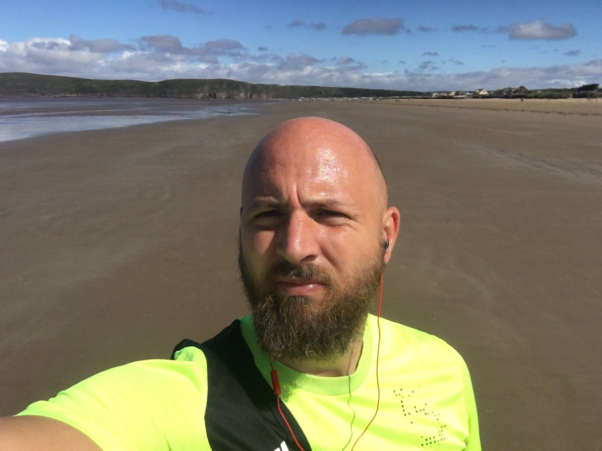 Nearing the 150th consecutive run of 5k or more per day.. weekend in Brean and ran on the beach both days to keep the streak going!pic.twitter.com/EOJnJU890n