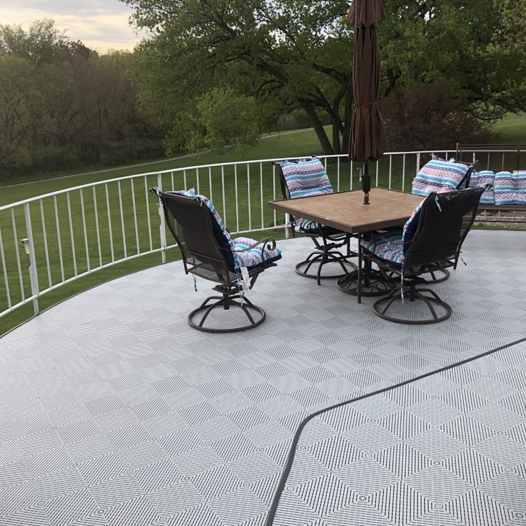 Ready to start a patio design, Ladies and Gents? It is simple to do and well worth it. . . . #Swisstrax #ModularFloor #PatioDesign #Patios #Ribtrax #PealSilver https://t.co/8DtrzKAfMk