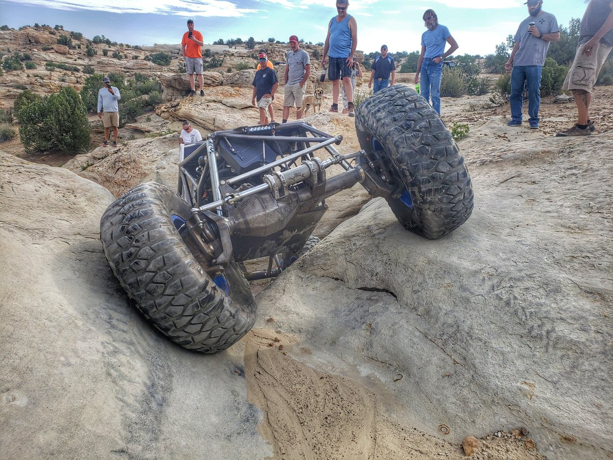 Its a play day! @rcrawler  #SHO #cruisin #Chokecherry #canyon #fortheloveofcrawling #joltyourjourney #PlayFarmingtonNM #4x4tricks https://t.co/Kwotx1msid
