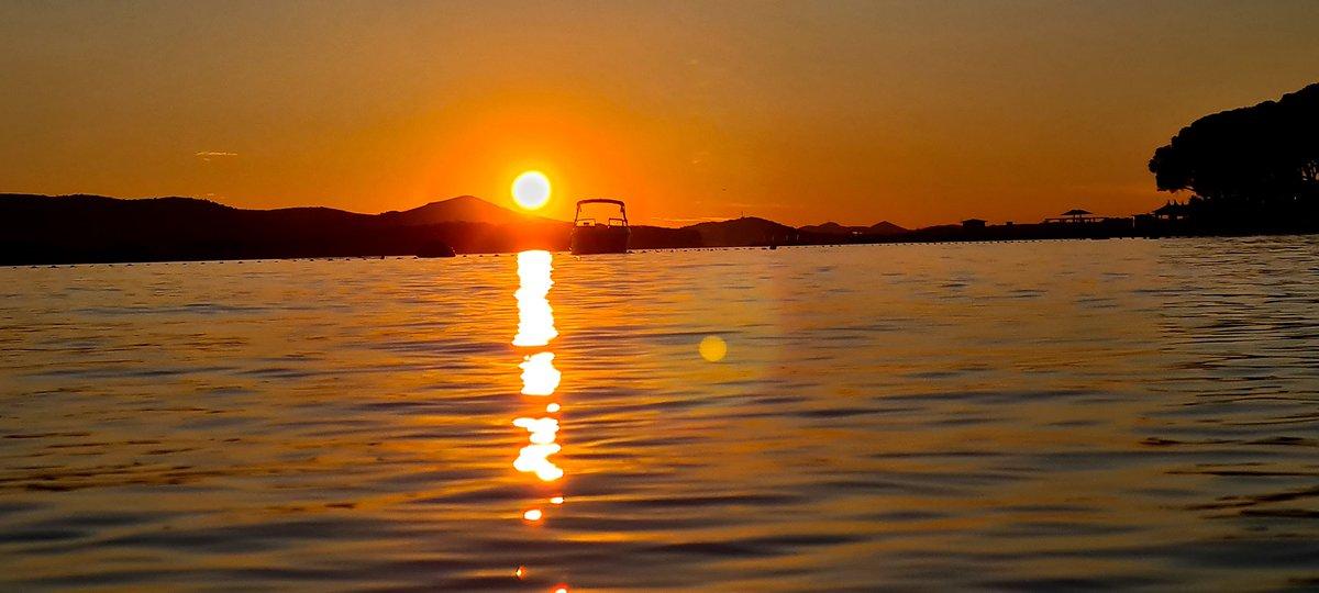 I love the moment of sunset #sunsets #photography #photooftheday #travelphotography #traveler #beginner #Orange #Canonpic.twitter.com/0snVjpxiUC