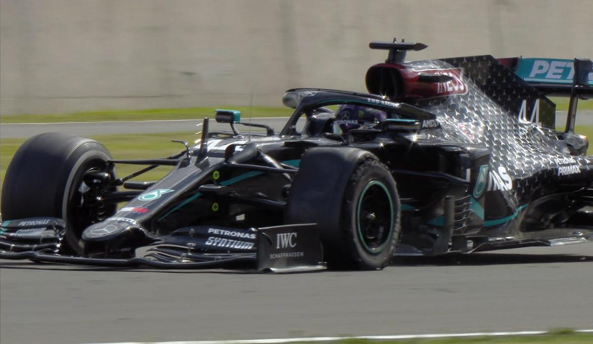🏁🏎️ #LewisHamilton   #Fórmula1   #GPBritánico     👉 Hamilton gana por séptima vez el GP británico.  El séxtuple campeón mundial de Fórmula 1 cruzó la meta con una goma pinchada.  https://t.co/4SnPPXkm7i https://t.co/JpGZkDkUN7
