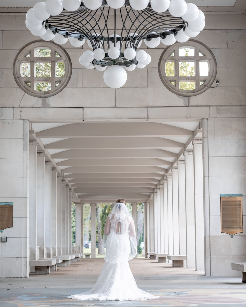 St. Louis is full of epic photo spots!  And Forest Park is the center of it all!  #forestparkmo #stlphoto #weddingphoto #bridalportrait #epicweddingphotopic.twitter.com/yI1bLH57gD