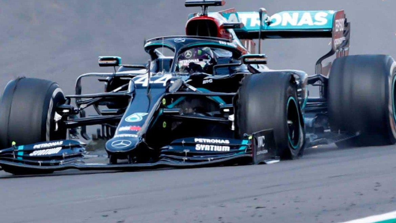 #Formula1 El británico #LewisHamilton se lleva por 7a. ocasión el #GPBritanico llegando a la meta con un neumático dañado. https://t.co/5LeJHLIwKz