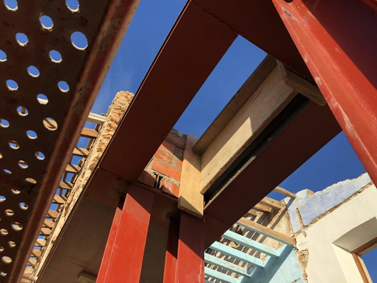 Refuerzo para paso de conducto de humos de chimenea. @a1arquitectura #DEO#arquitectotecnico#aparejador#arquitectetecnic#aparellador#visitadeobra#direccioexecucio#direccionobra#construccion#projectmanager#constructionmanagement#directordeejecucion#gestiondeobra#emporda#costabrava pic.twitter.com/dM92deg8fN
