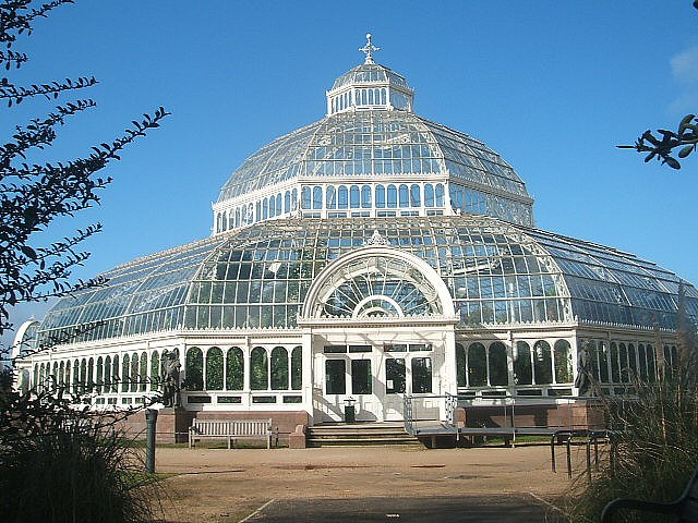 #Architecture Awesome of the Day: Impressive #Victorian #SeftonPark Palm House (circa 1896) in South #Liverpool #England 🇬🇧 via @comrade_jazz #SamaPlaces 🗺️