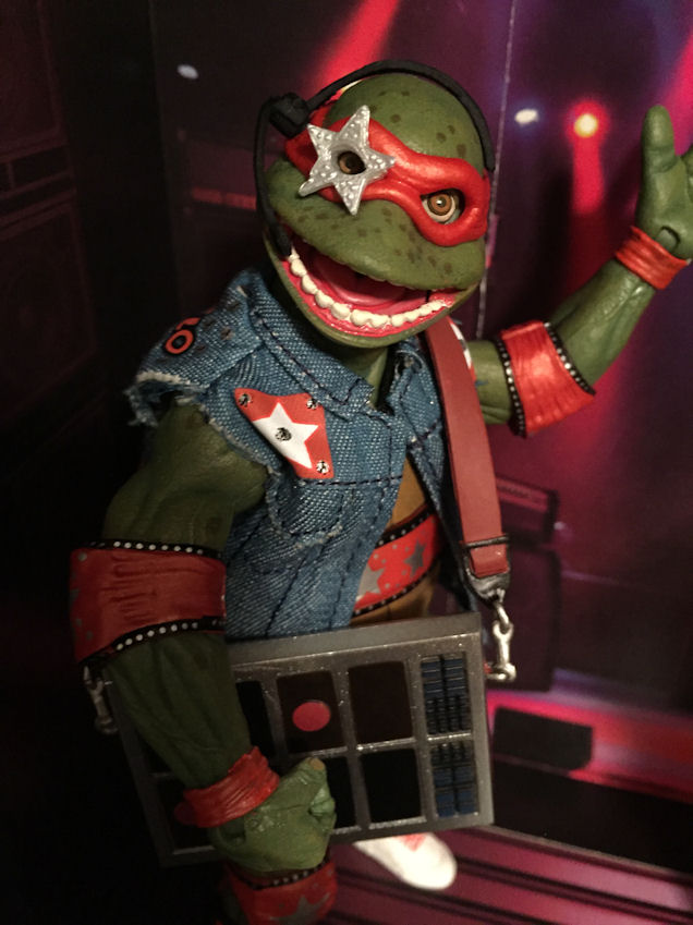 "Some fun ""concert"" shots! Thanks again for these weird figs, @NECA_TOYS #TMNT #ACTIONFIGURES pic.twitter.com/8mXw8xrZi8"