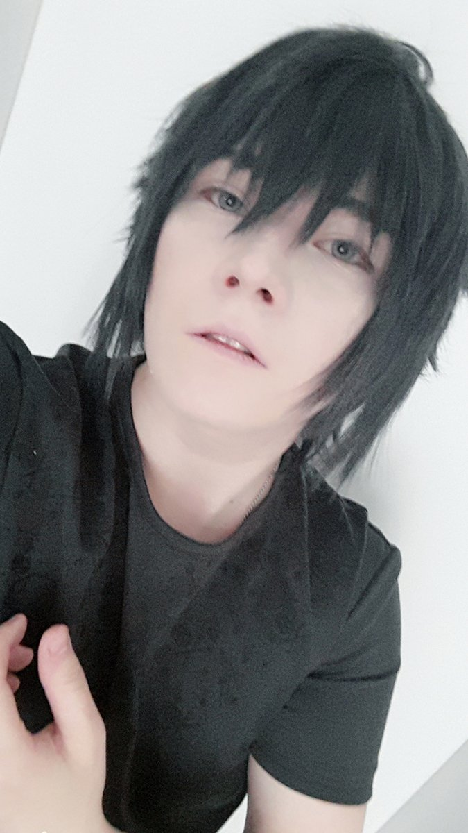 Selfies without filter. Images are mirrored because of the selfie cam :D  #Noctiscosplay #noctis #ffXVcosplay #germancosplayer #noctisluciscaelum #malecosplayer #selfie #cosplayerunder10kpic.twitter.com/TwkUl8WTj3
