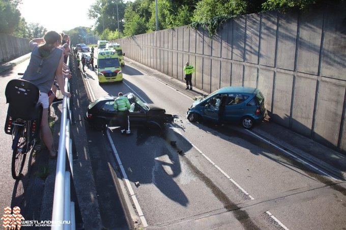 Drie gewonden bij ongeluk tunnelbak Poeldijkseweg https://t.co/ylURo3dzPA https://t.co/TLFOZJwsuc