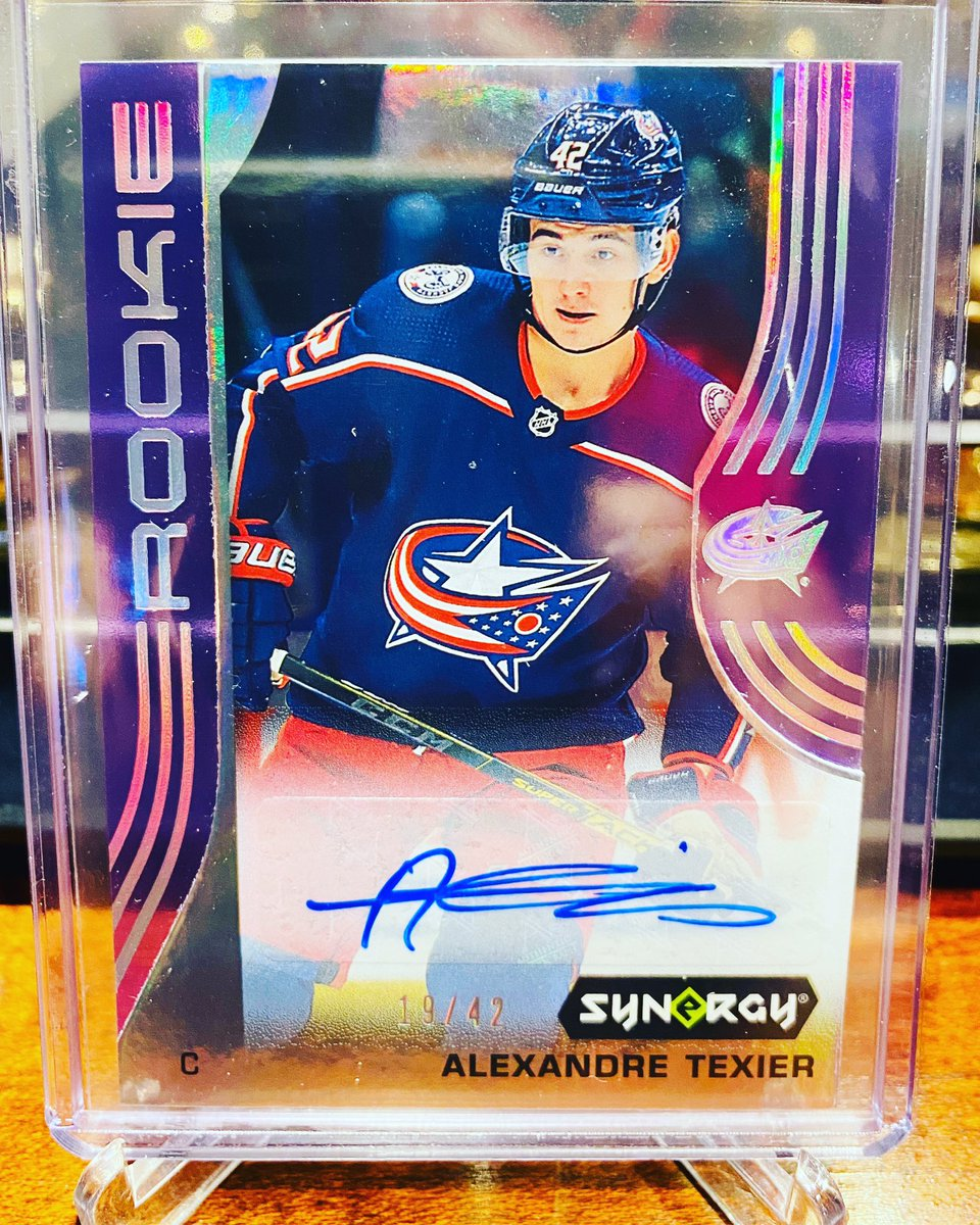 Post of the day!!! #upperdeck #synergy #purple /42 #alexandre #texier #auto #columbus #bluejackets #cbj #whodoyoucollectpic.twitter.com/832c1f9a0M