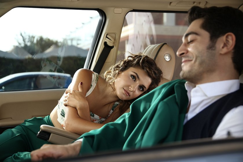 #AşkLaftanAnlamaz birazdan Show TV'de başlıyor! Keyifli seyirler pic.twitter.com/7lUOVTerDP