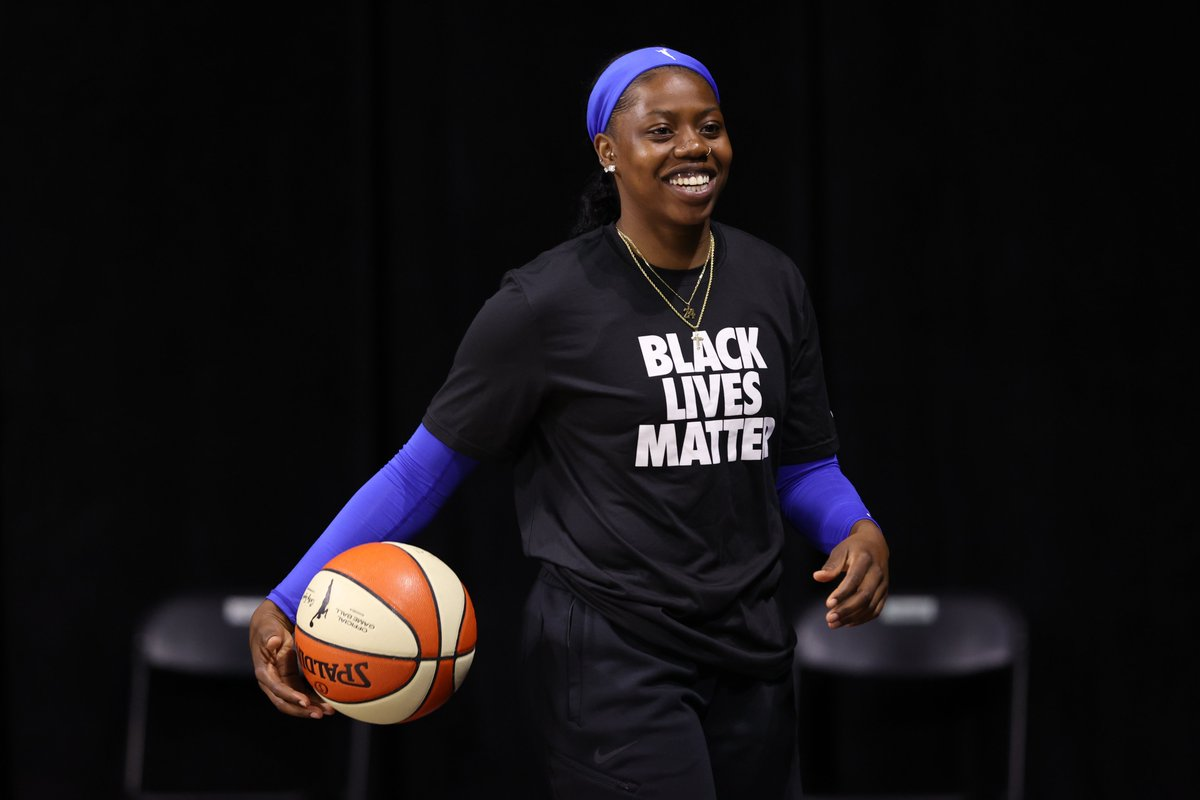 All smiles cause it's GAME TIME😄 Tune in to ESPN2 NOW as the @DallasWings face the @LVAces.