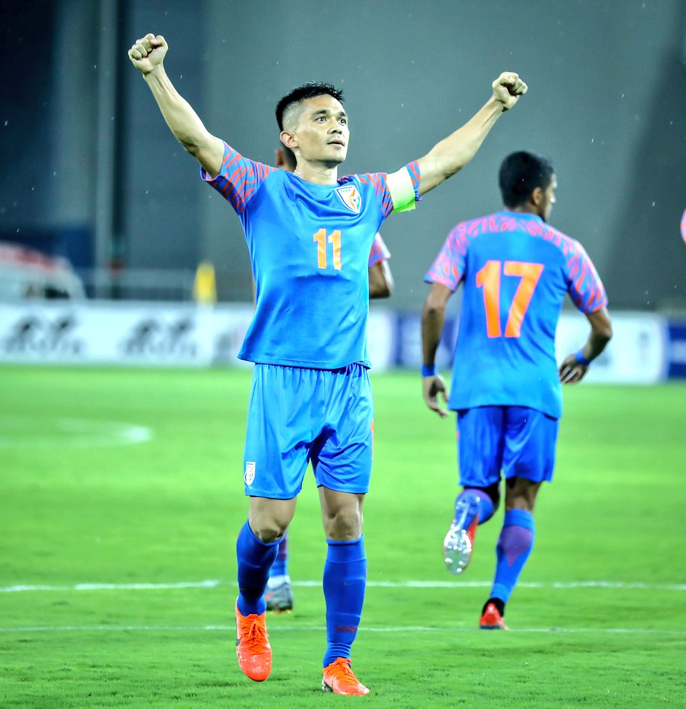 Happy Birthday Captain 🎂🎈🥳  Wishing Captain Fantastic 🙌🏻 @chetrisunil11 a very Happy Birthday 🎇🎊🎁  #IndianFootball ⚽ #BackTheBlue 💙 #BlueTigers 🐯 #HappyBirthdaySunilChhetri https://t.co/aORPkbkhwi