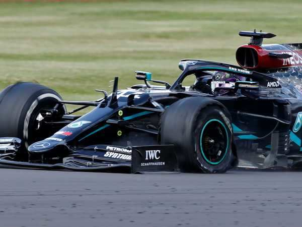 #LewisHamilton barely holds on to win #BritishGrandPrix after tire puncture on final lap nearly costs him the race  https://t.co/MRsh9Egh9n https://t.co/y8AArZtcFH