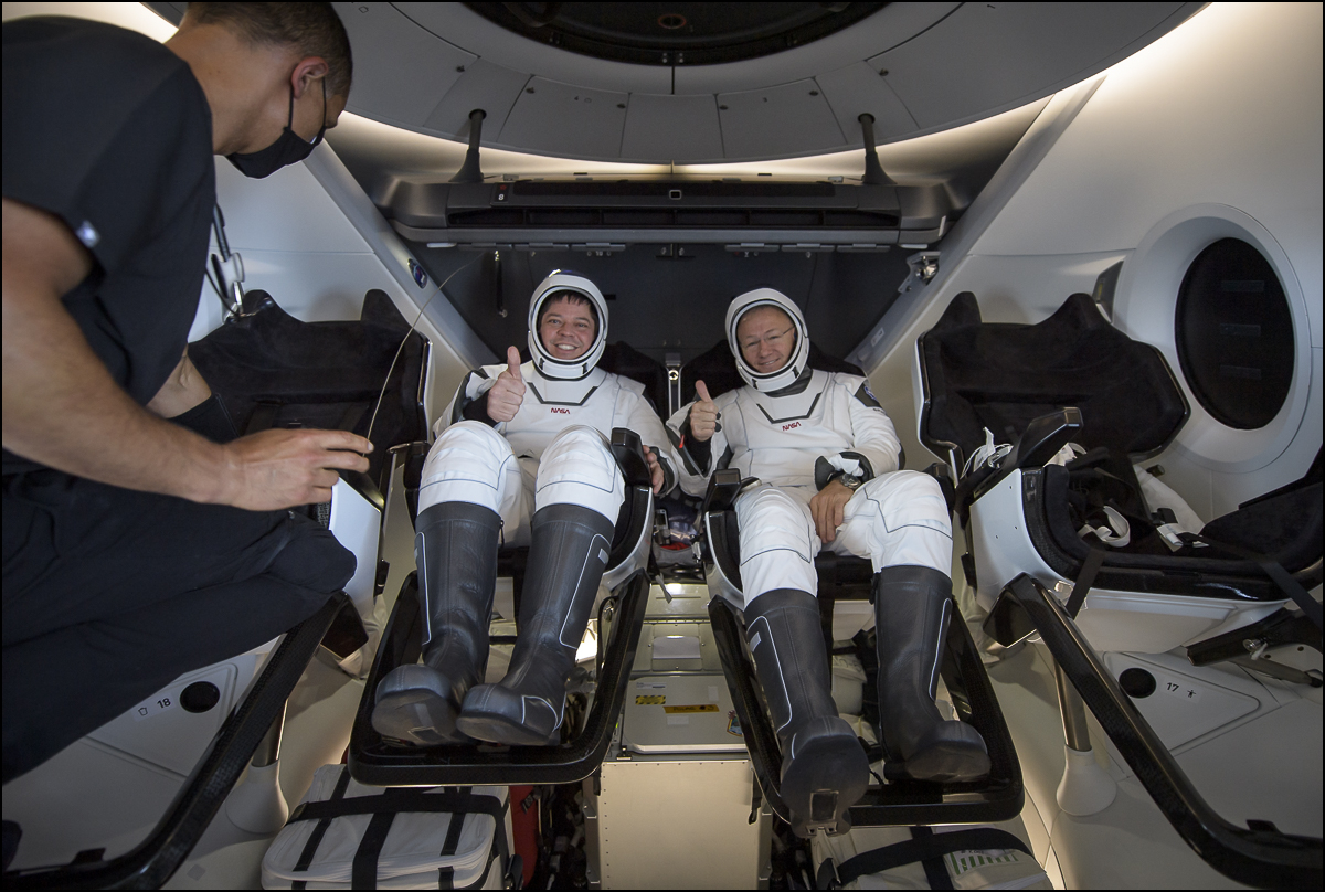 .@NASA astronauts @AstroBehnken and @Astro_Doug smile and give a thumbs up after the @SpaceX Crew Dragon Endeavours hatch was opened. flic.kr/s/aHsmPMDDof