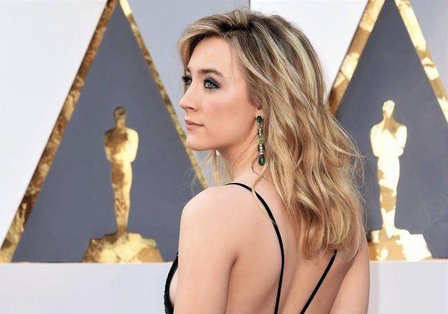 3 filmes com Saoirse Ronan pra você que ainda não sabe o que assistir: - Brooklyn | Netflix - Lady Bird | Amazon Prime - Desejo e Reparação | Amazon Prime
