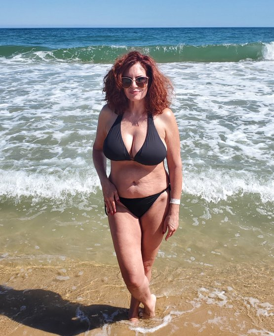 2 pic. #AndiJames #BlackBikini #OceanLife 🌊☀️🌴🧜🏼♀️ How are the views? Ever have a red headed mermaid