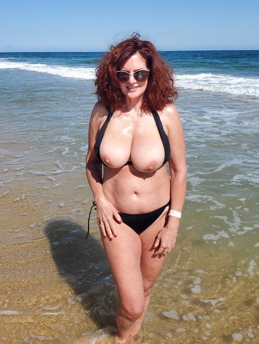4 pic. #AndiJames #BlackBikini #OceanLife 🌊☀️🌴🧜🏼♀️ How are the views? Ever have a red headed mermaid