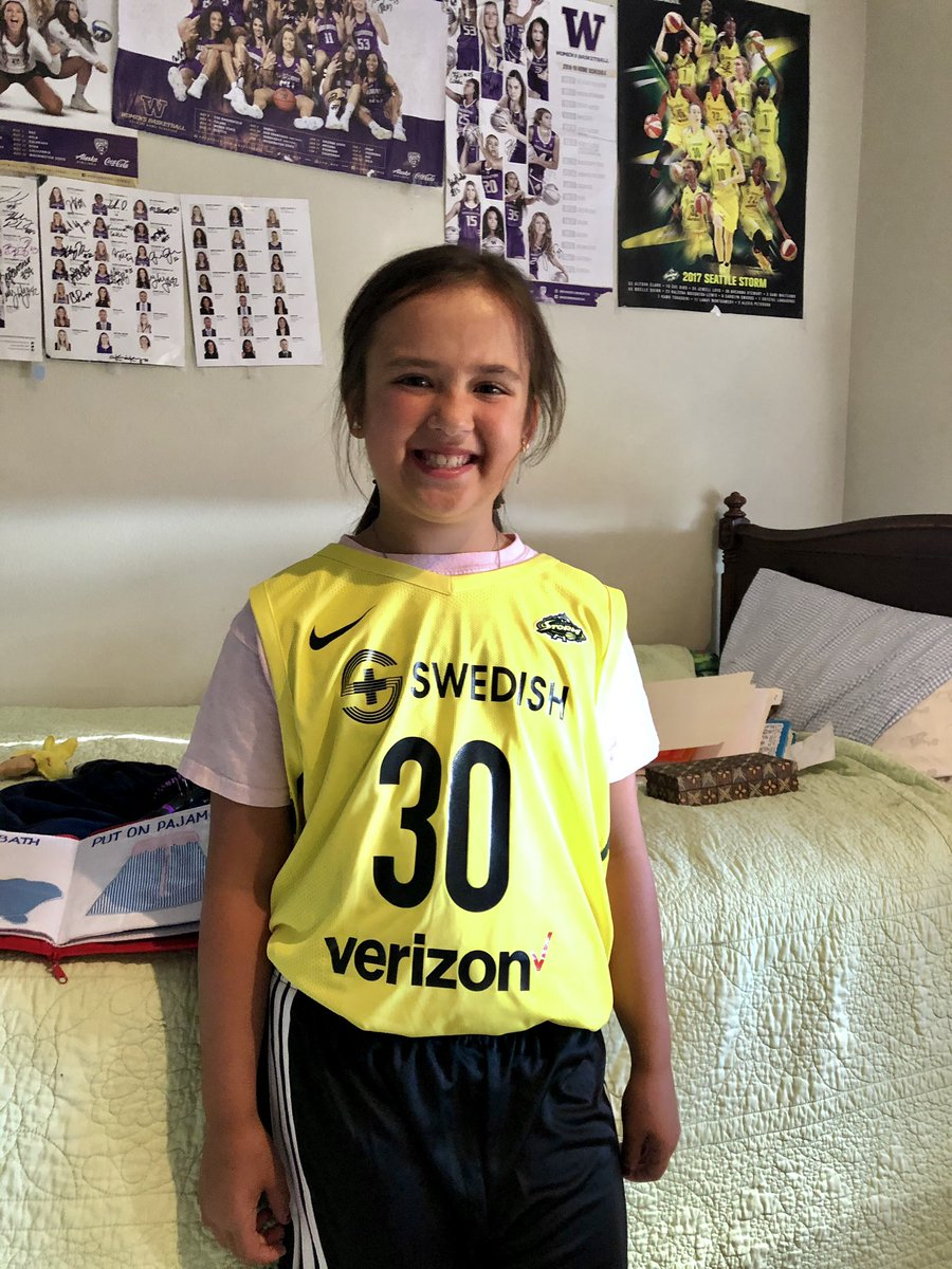 Hey @breannastewart and @brittneygriner! This girl is excited to train with you in #JetAcademy starting August 3! @TheJetOnTNT https://t.co/nq4Ar4nQTv