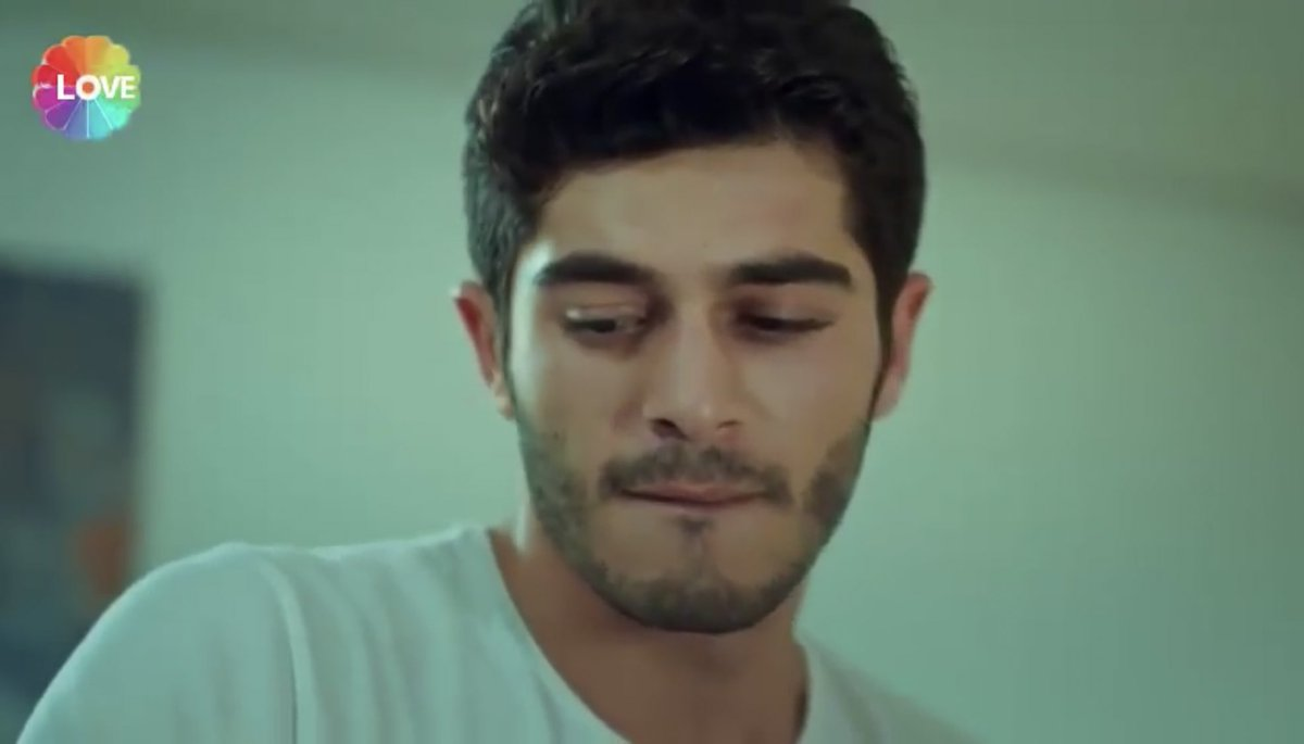 That little smile#Murat #AskLaftanAnlamaz pic.twitter.com/rE5YfWFK5O