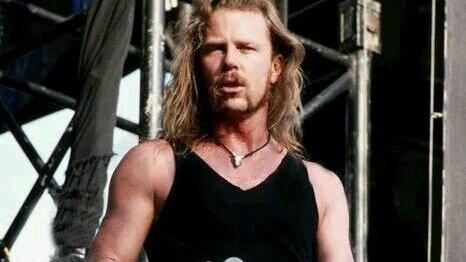 Happy birthday to the greatest frontman and rhythm guitarist in the world  James Hetfield