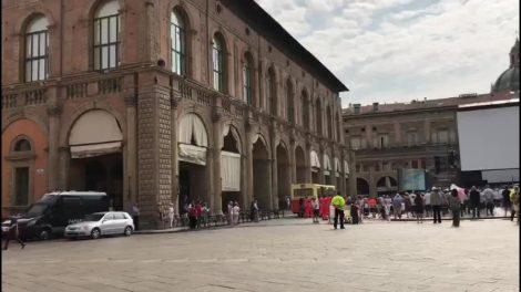 Strage Bologna, in piazza Maggiore fischio del treno e applauso - https://t.co/4zQXI8h4Mm #blogsicilianotizie