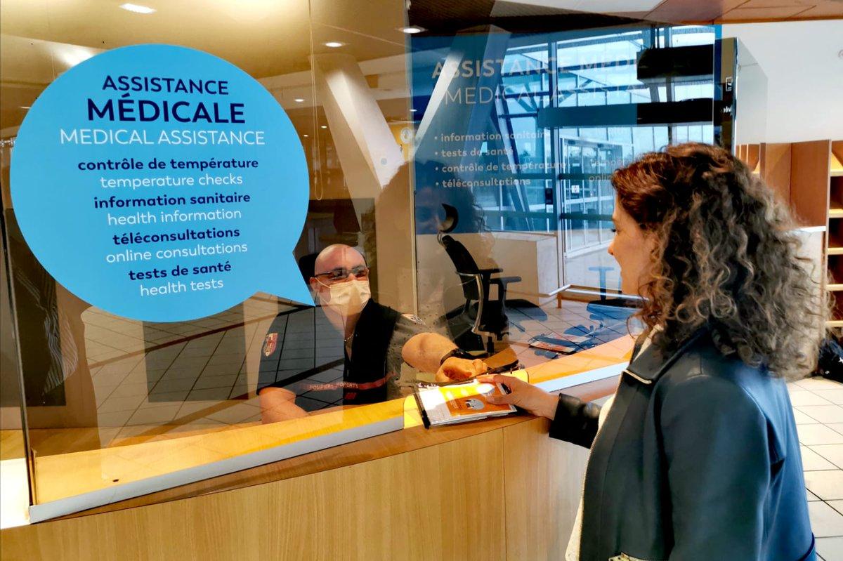 Rappel : un point d'information et d'assistance médicale est à votre disposition au rez-de-chaussée du Terminal 2. Plus d'info : https://t.co/uSZTYC8H7j #flyfromlyon #VINCIAirports #protegeonsnous https://t.co/9bXdvXYP04