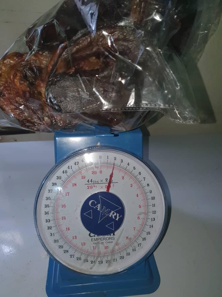 10kgs of Smoked catfish going out for delivery.  @epiphanyfarmltd @epiphanydre http://Eflng.com  #epiphanyfarmltd #greenmoneygang #Nigeria http://www.eflng.compic.twitter.com/NPpArqRri9