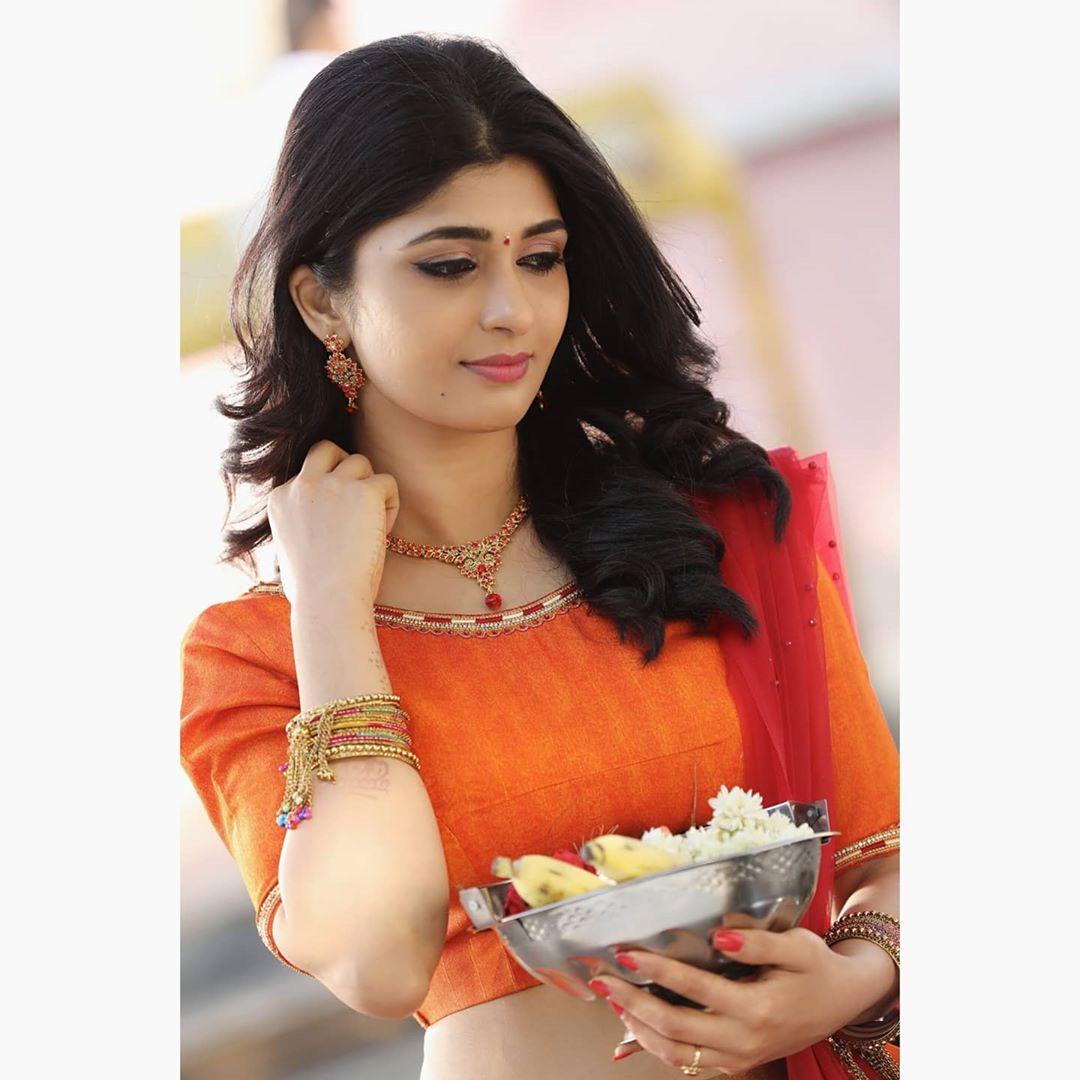Gorgeous #AditiPrabhudeva is giving us all the festive vibes...  #Sandalwood #Kannadacinema #Kannadamovies #Actress #Actress #Southindianactress #Bengaluru #Karnatakapic.twitter.com/8PV4ToRBME