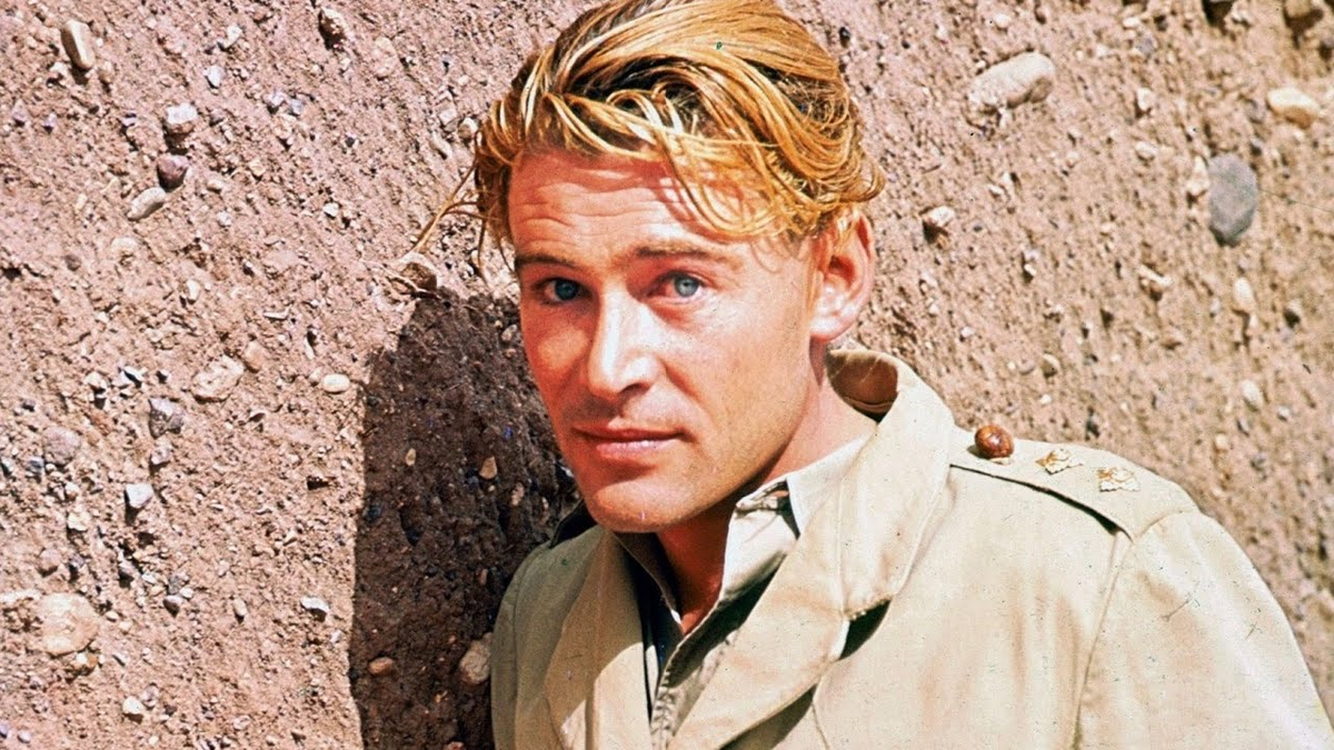 Happy 88th birthday to #PeterOToole. The greatest actor to never win an #Oscar. He was God right robbed a lot.pic.twitter.com/yYIClWfjBA