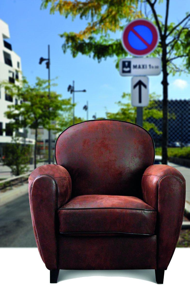 Vous habitez en maison individuelle? Sortez vos #encombrants dès demain sur le trottoir pour la collecte des 05 et 06 août. Ni avant, ni après ! #collecte #déchets #recyclage #Lormont + d'infos 05 57 77 63 40. https://t.co/Vrp1EI4tGe