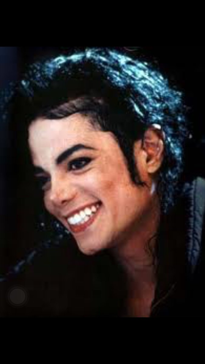 It's a blessing to have you to call my friend <3<3<3<3<3 #MichaelJackson #Smile pic.twitter.com/NMuqumFyY5