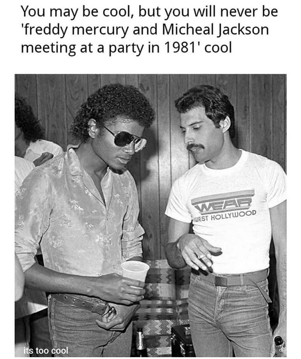Only old kids with mature taste of music will understand how priceless this picture was. #FreddieMercury #MichaelJackson pic.twitter.com/1ta9sz7FWZ