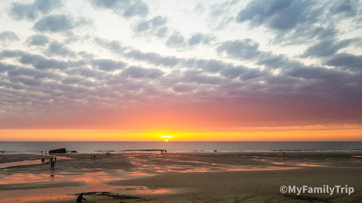 Coucher de soleil sur locéan depuis Soulac. 🤩🤩🤩 #sunset #familytravel