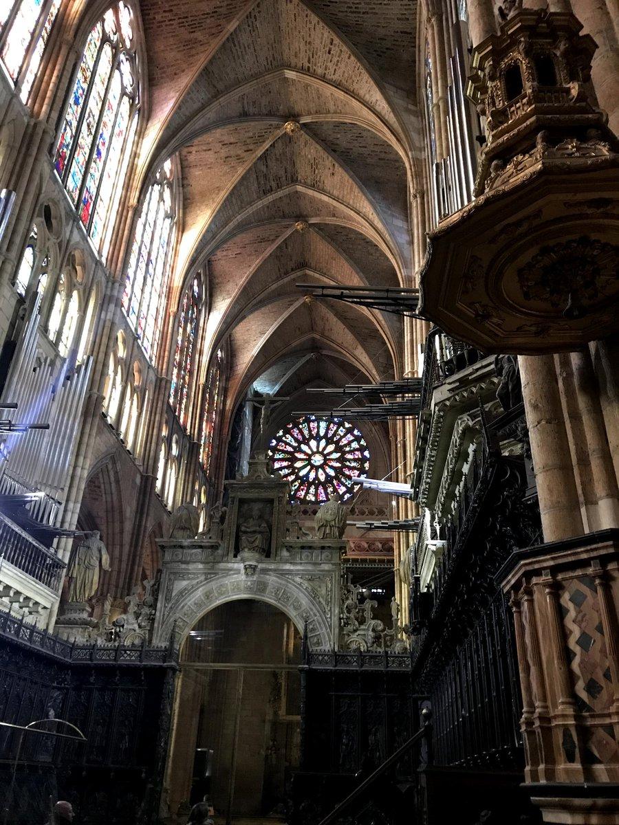 Catedral de León, Santa Maria de Regla #google #googlelocalguides @canalpatrimonio @CyLesVida @ViajesCultura1 @RomanicoDigitalpic.twitter.com/EE4VcCPKAy