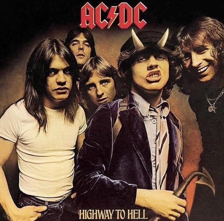 """3 de agosto de 1979 #ACDC lanzaba el álbum """"#HighwayToHell""""...   Dato curioso: El álbum alcanzó el número 17 en los #BillboardCharts.   Fue tristemente su último álbum con Bon Scottpic.twitter.com/uMcPV8P2Hn"""