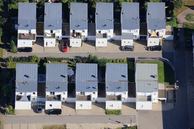 Red Car - 177 #car #redcar #rectangles #onefamilyhouse #residence #aerial #KlausLeidorf #LeidorfAerial #AerialPhotography #AerialPhotos #PhotographyDaily #PicOfTheDay #PhotoOfTheDay #Photogram #Capture #ThroughTheLens #Exposure #photo #bavaria #germanypic.twitter.com/QvYvopIEnW
