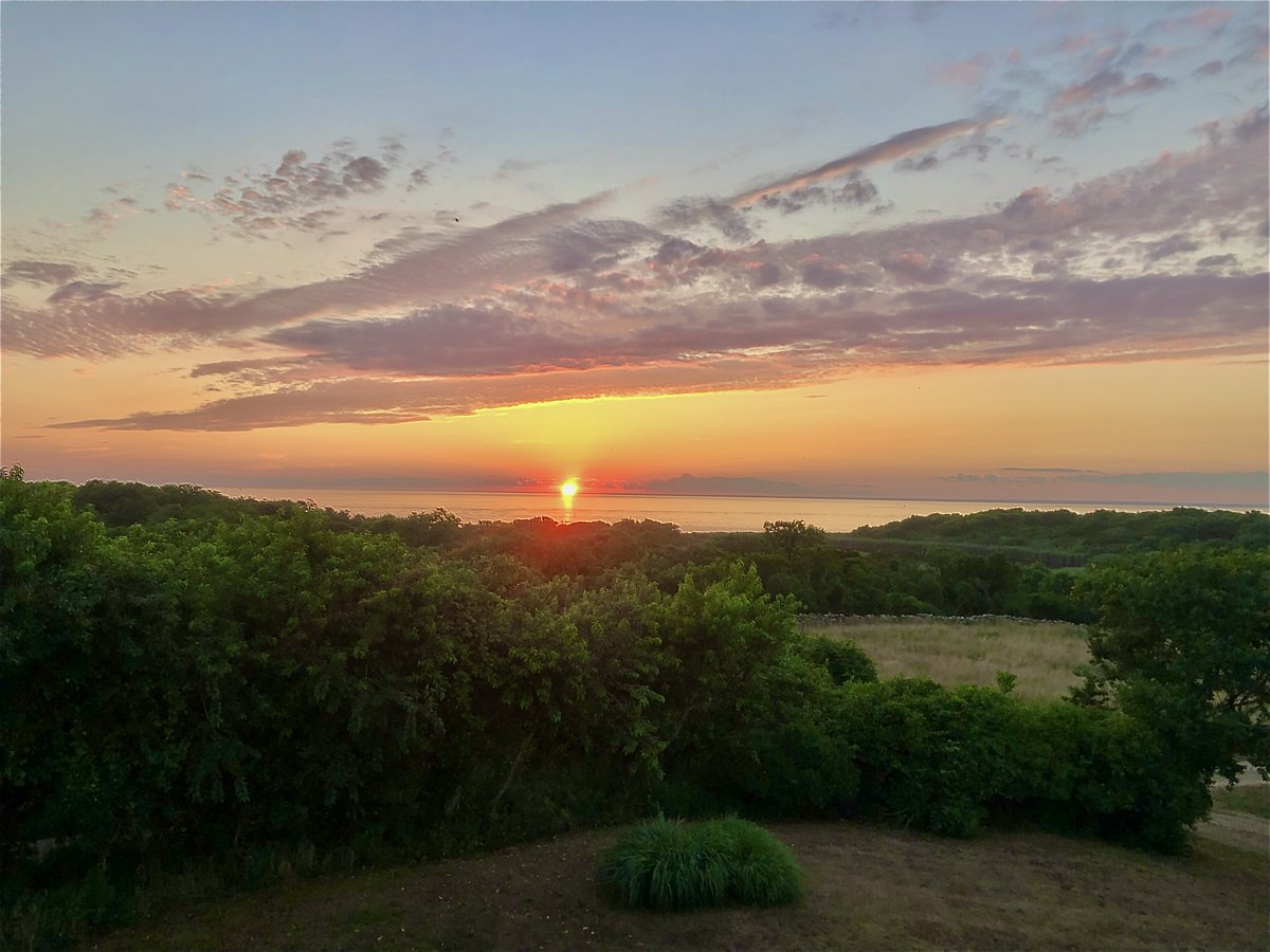 Back from a local (& safe) vaca. I'll sure miss this view but ready to dive back into some #ContentCreation & #SocialMediaManagement!   PS: Fellow #Marketers, please take time to unplug, it's sooo rejuvenating for creatives. I didn't follow that advice for the longest time!pic.twitter.com/85tvM7m0sf