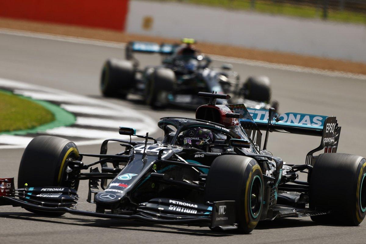 Lewis Hamilton wins 2020 #FormulaOne #BritishGrandPrix despite final lap puncture https://t.co/40Eixjvroo https://t.co/4TIjokdWFb