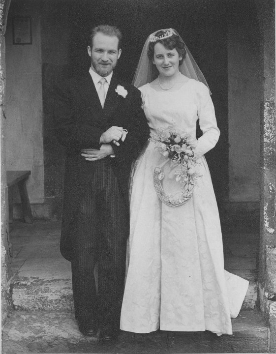 Happy Diamond Wedding Anniversary to my parents. Look at these two lovebirds! 60 years! That's a LONG TIME! pic.twitter.com/WSRWrgrMn8