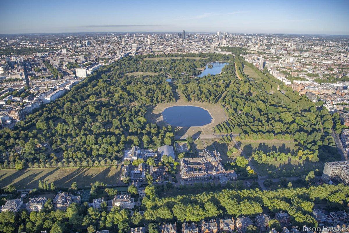 View looking East over #KensingtonPalace @HRP_palaces, #KensingtonGardens, #HydePark, @theroyalparks, #London.pic.twitter.com/YYJIXFiboI