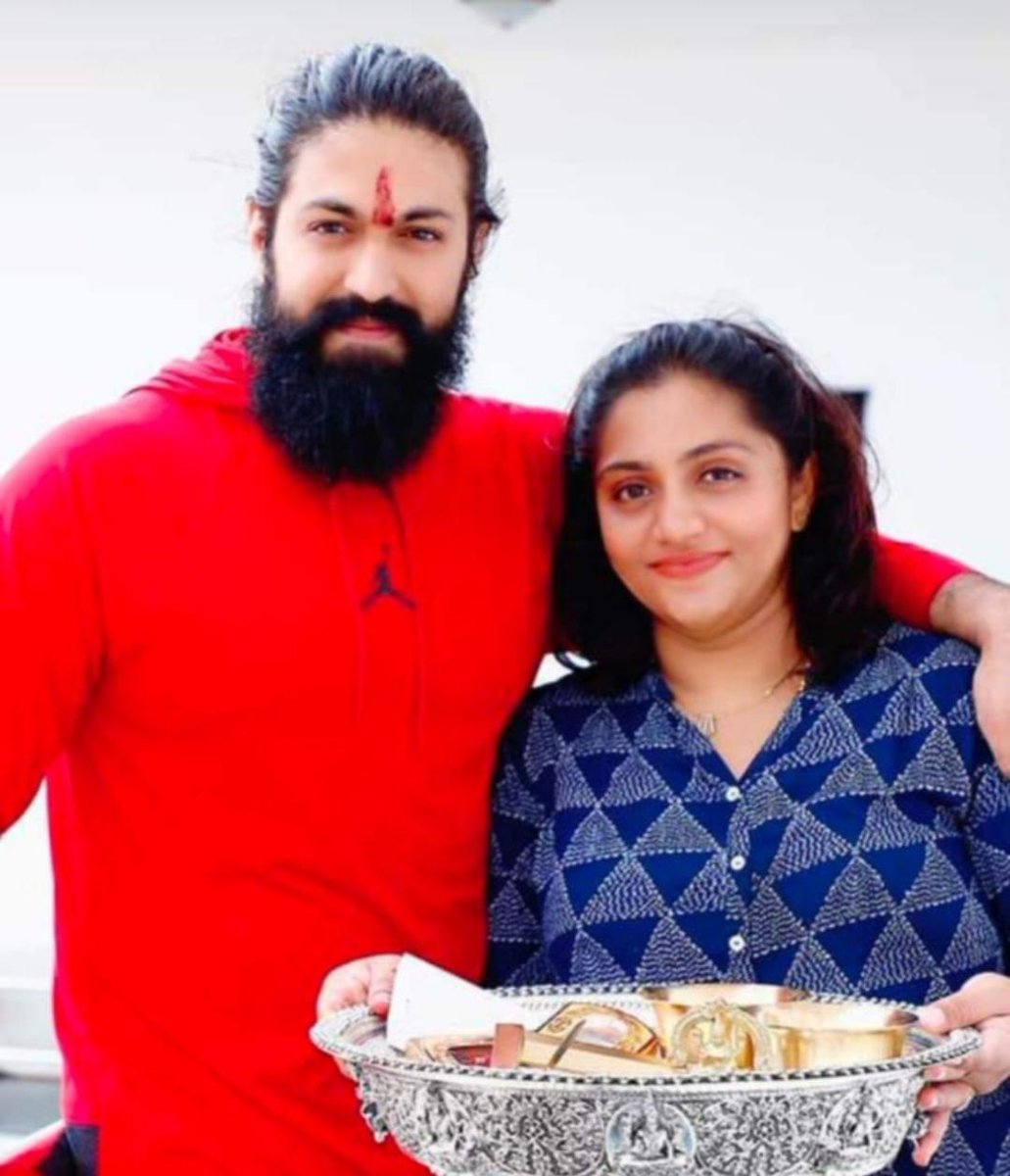Today's Pic Of @TheNameIsYash and Sister #Nandini The Happiness Of Brother And Sister God Bless Both Of them Like This only they should Celebrate Every Year....  #HappyRakshaBandhan  #HappyFriendshipDay2020 #HappyRakhi #rakhi2020 #RakshaBandhan #Rakhi #KGFChapter2 #YashBOSS #Yashpic.twitter.com/CqK6sZ6Cn4