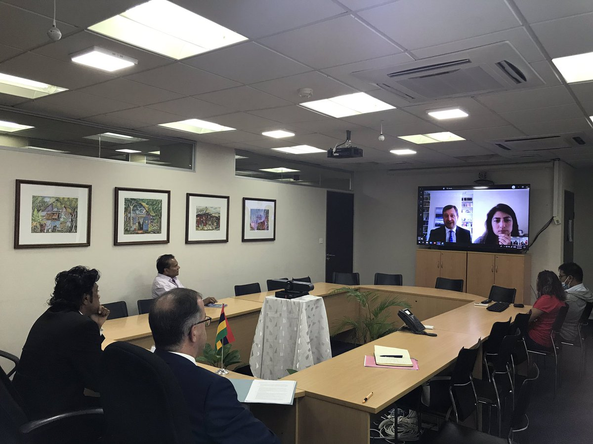 Grateful to #Mauritius Foreign Minister Bodha for participating in an introductory Teams call with UK @COP26 Ambassador for Africa @PaulTArkwright - valuable discussion, including NDCs, climate finance & youth engagement. #ClimateAction @JohnMurton @MFA_MU @PKJugnauth 🇬🇧🇲🇺🌍 https://t.co/OxaFNIFbvt