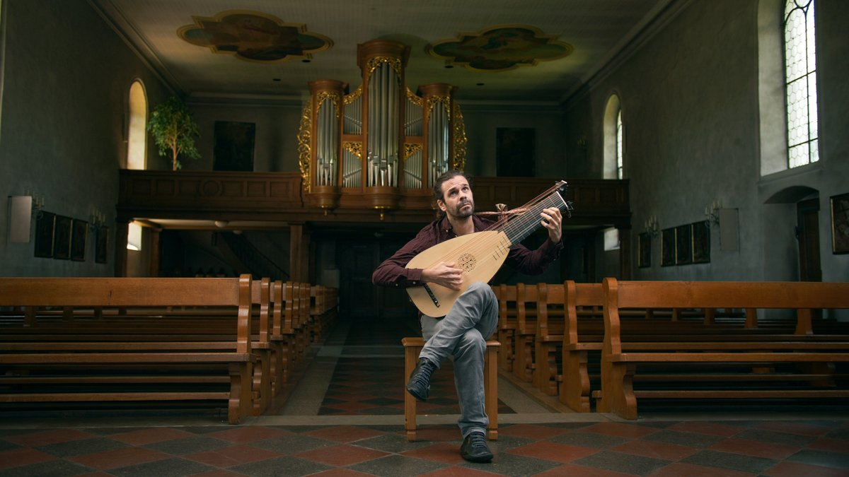 You can follow my #Youtube channel and discover my videos playing Neusidler, Santiago de Murcia, Bach and more. See you there! https://bit.ly/3hp3FUm #classic #classicalguitar #guitarist #Lute #Luterist #Laud #laudistapic.twitter.com/X1LFlRYELV