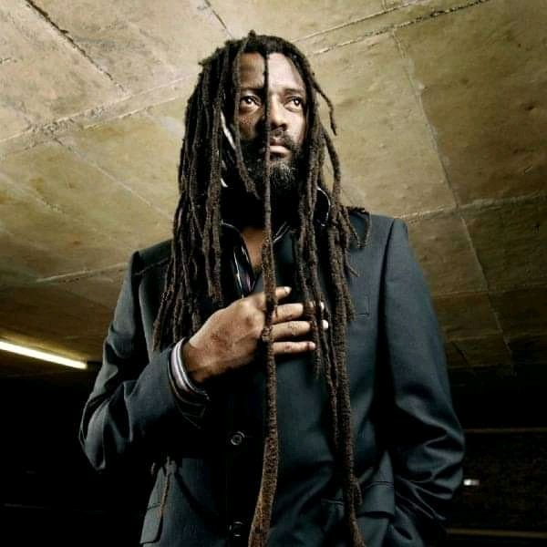 My heroes there  and bab Lucky Dube  happy birthday Dub\Elimthente